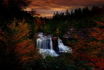 Autumn Waterfall Sunset - image #285385 gratis