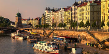 Prague embankment in one beautiful summer evening - бесплатный image #293735
