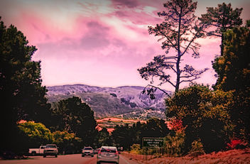 My friend's and I were headed to beautiful Carmel Valley. I shot this photo from inside of the car. It was shot in the evening. - бесплатный image #301175