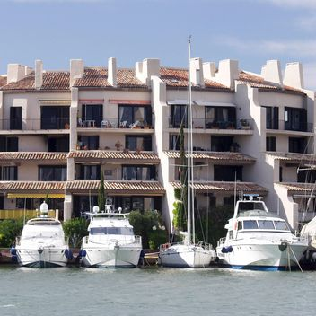 White boats in South of France - image gratuit #301445