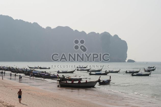 fishing boats moored on the coast - бесплатный image #301695