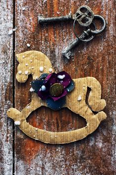Decorative horse and vintage keys - image #301995 gratis