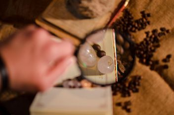 magnifier on coffee beans - image #302315 gratis