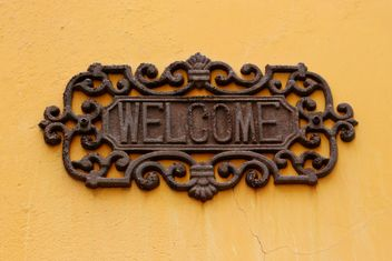old welcome sign on the yellow wall - image gratuit #304075