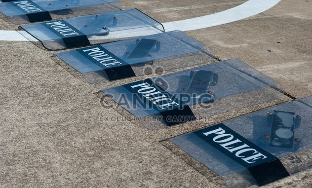 Police shields on the flour - image gratuit #304675