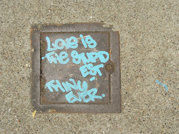 Sidewalk Graffiti: Love is the stupidest thing ever - image gratuit #307675