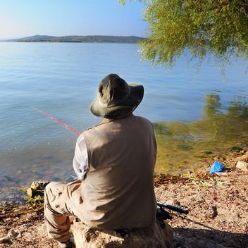 fisherman near the lake - image gratuit #326555