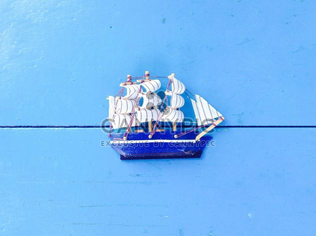 Toy ship on blue background - Kostenloses image #328185