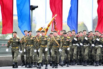 9 May Military Parade on Dvortsovoy Square - Kostenloses image #328425