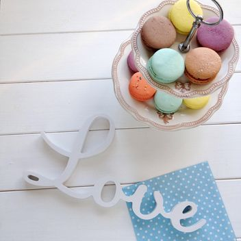 Colorful macaroons and word Love - image gratuit #329105