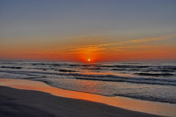 Sunrise over the sea - image #329995 gratis