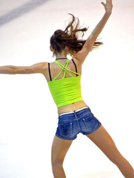 Ice skating dancer - image gratuit #330925