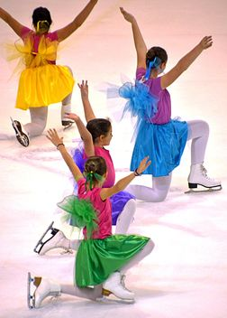 Ice skating dancers - image gratuit #330945