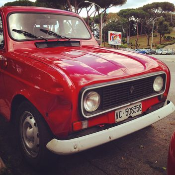 Old red Renault car - image gratuit #331115