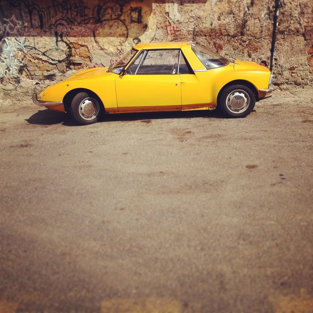 Old yellow car - image gratuit #331495