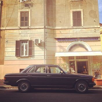 Black Mercedes parked near house - бесплатный image #331665