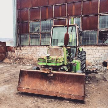 Old green tractor - image gratuit #332175