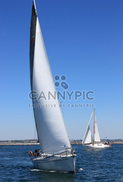 white yacht on a blue sea - image gratuit #333215
