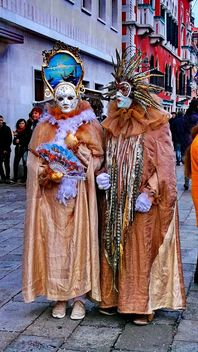 people in masks on carnival - image gratuit #333635