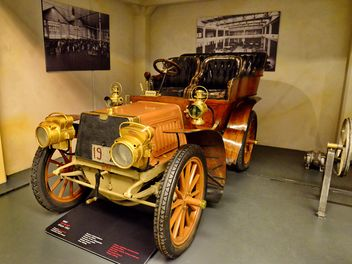 vintage cars in museum - Kostenloses image #334845