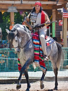 Horse rider in a costume of Indian of America - бесплатный image #334855