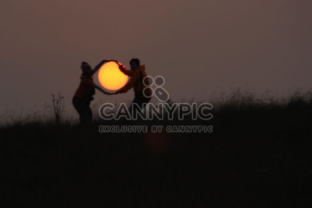 Couple with sun in hands - Free image #338545