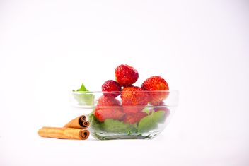 Fresh strawberry with mint and cinnamon on white background - image gratuit #342515