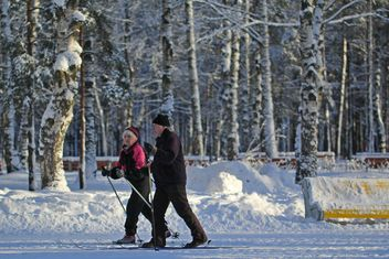 Elderly couple skiing in winter park - бесплатный image #344635