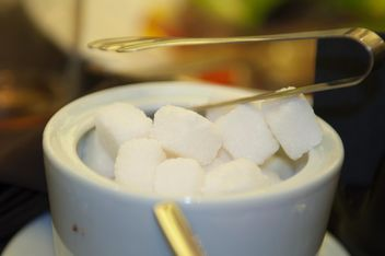 Close-up of sugar cubes in cup - image gratuit #345005