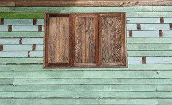 Green wooden wall with window - image #347265 gratis