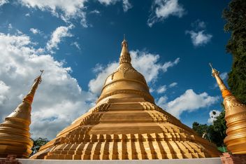 Sacred place of Buddhist worship ceremony - image #347305 gratis