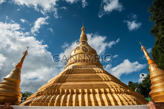 Sacred place of Buddhist worship ceremony - бесплатный image #347305
