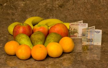 Apples, pears, bananas, tangerines and money - image gratuit #347935