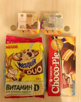 Cookies, crispy balls and money - image #348005 gratis