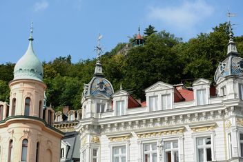 Traditional Czech architecture in Karlovy Vary - image #348515 gratis