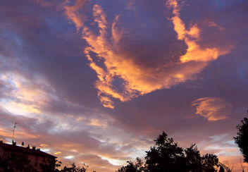 Italy (Dozza) Fire in the sky - Kostenloses image #356515