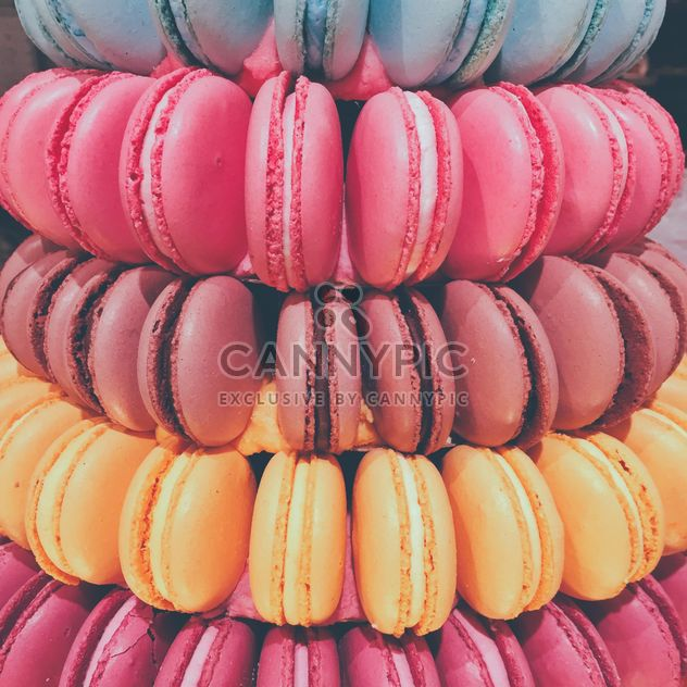Pile of colorful macaroons - image gratuit #363685