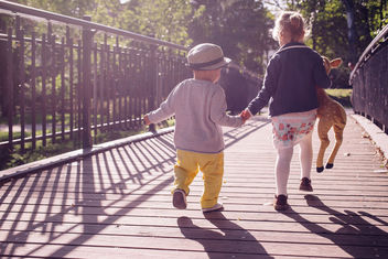 Kids running across the bridge - Free image #390855