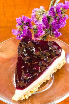 Blueberry pie and purple flowers - image #428775 gratis