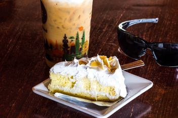 coconut cake with ice cafe - image #439025 gratis