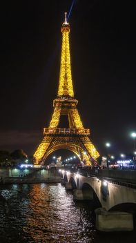 Eiffel tower at dusk - image gratuit #448165