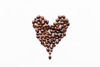 Heart made of coffee beans - image #449055 gratis