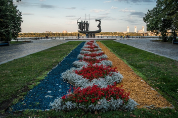 Flowerbed in front of monument - Free image #449825