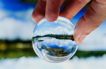 Lake reflected in glassball - бесплатный image #450085