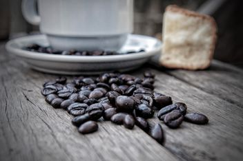 Coffee beans and cup of coffee - image gratuit #452395