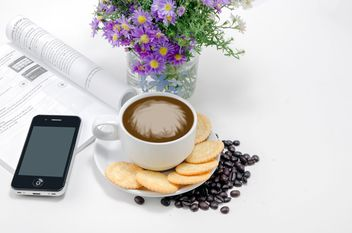 Coffee with crackers, flowers and smartphone - image gratuit #452445