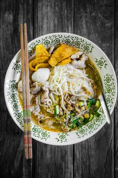 Hot and sour soup with noodles - image #452495 gratis