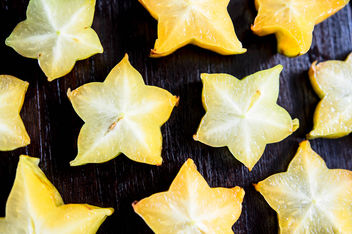 Slices of tropical carambola fruit - бесплатный image #455815