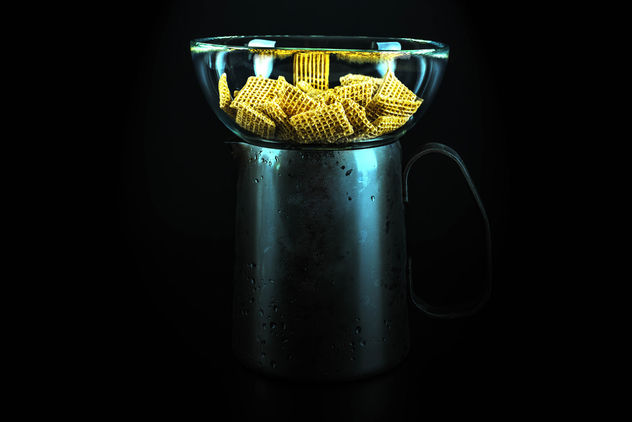 Breakfast cereals in a glass bowl on a metal jug full of milk - бесплатный image #455935