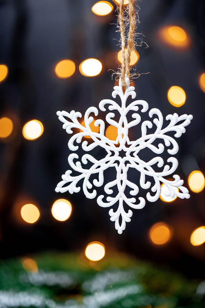 A white snowflake with dark background and lights - бесплатный image #456695